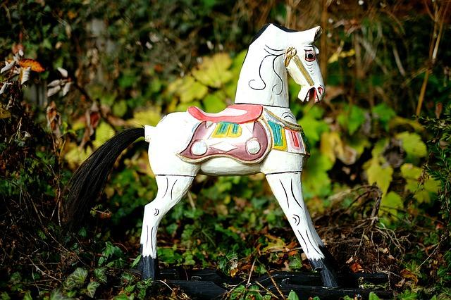cavallo a dondolo, cavallo di legno, giocattoli