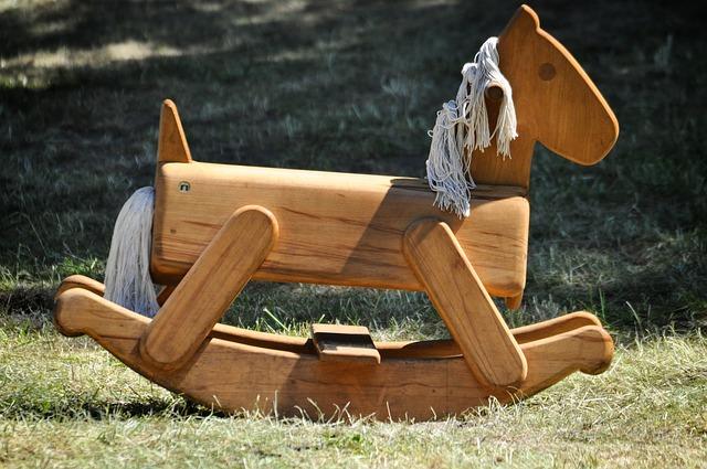 cavallo a dondolo, mercato medievale, dondolo cavallo a dondolo
