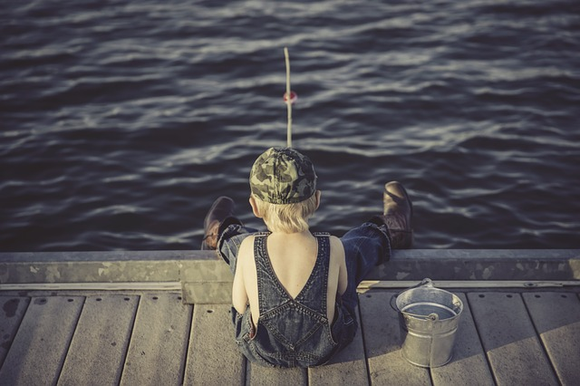 ragazzo, pesca, acqua